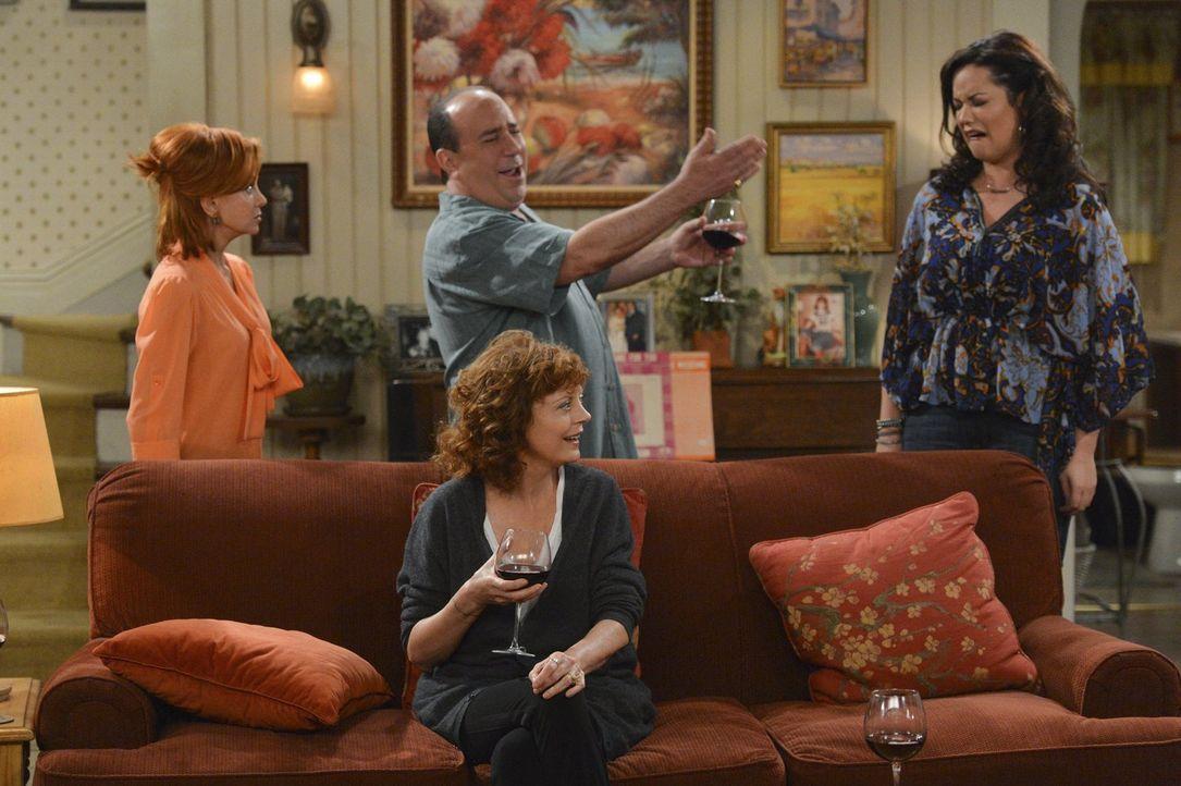 Die berühmte Literatin J. C. Small (Susan Sarandon, vorne M.) hat sich in Mollys Familie häuslich niedergelassen. Doch wie lange werden es Joyce (Sw... - Bildquelle: Warner Brothers