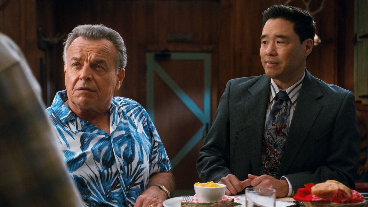 Marvin (Ray Wise, l.); Louis Huang (Randall Park, r.) - Bildquelle: 2019-2020 American Broadcasting Companies.  All rights reserved.