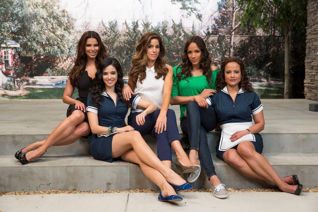 (1. Staffel) - Devious Maids - Schmutzige Geheimnisse: Marisol (Ana Ortiz, M.), Rosie (Dania Ramirez, 2.v.r.), Carmen (Roselyn Sanchez, l.), Zoila (... - Bildquelle: ABC Studios