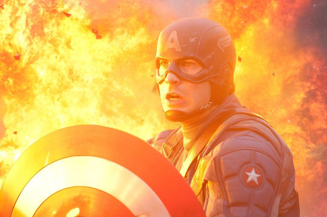 Captain America Steve Rogers (Chris Evans) muss alles riskieren, um den größenwahnsinnige Nazi Johann Schmidt, der sich nach einem Selbstversuch m... - Bildquelle: TM &   2011 Marvel Entertainment, LLC & subs. All Rights Reserved.