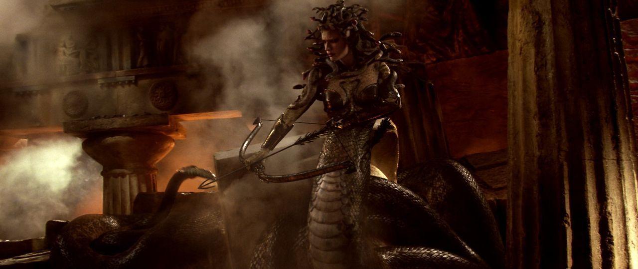Ausgerechnet die mächtige Dämonin Medusa (Natalia Vodianova) soll das Leben der Prinzessin und den Ort Argos retten. Doch dafür müssten Perseus und... - Bildquelle: 2010 Warner Bros.