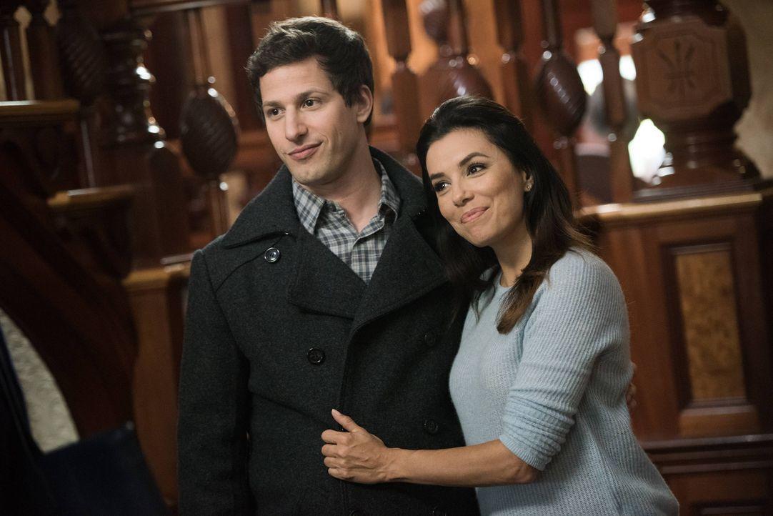 Jake Peralta (Andy Samberg, l.); Sophia Perez (Eva Longoria, r.) - Bildquelle: Eddy Chen 2014 UNIVERSAL TELEVISION LLC. All rights reserved / Eddy Chen