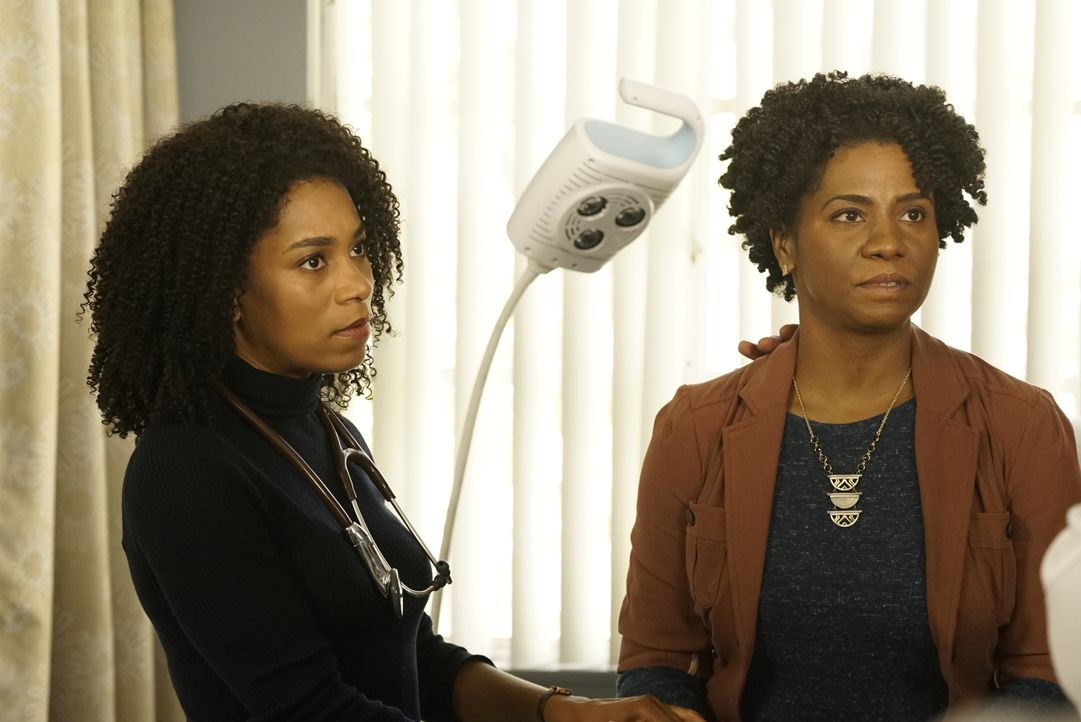 Dr. Maggie Pierce (Kelly McCreary, l.); Sabrina Webber (Crystal McCreary, r.) - Bildquelle: Kelsey McNeal 2019 American Broadcasting Companies, Inc. All rights reserved. / Kelsey McNeal