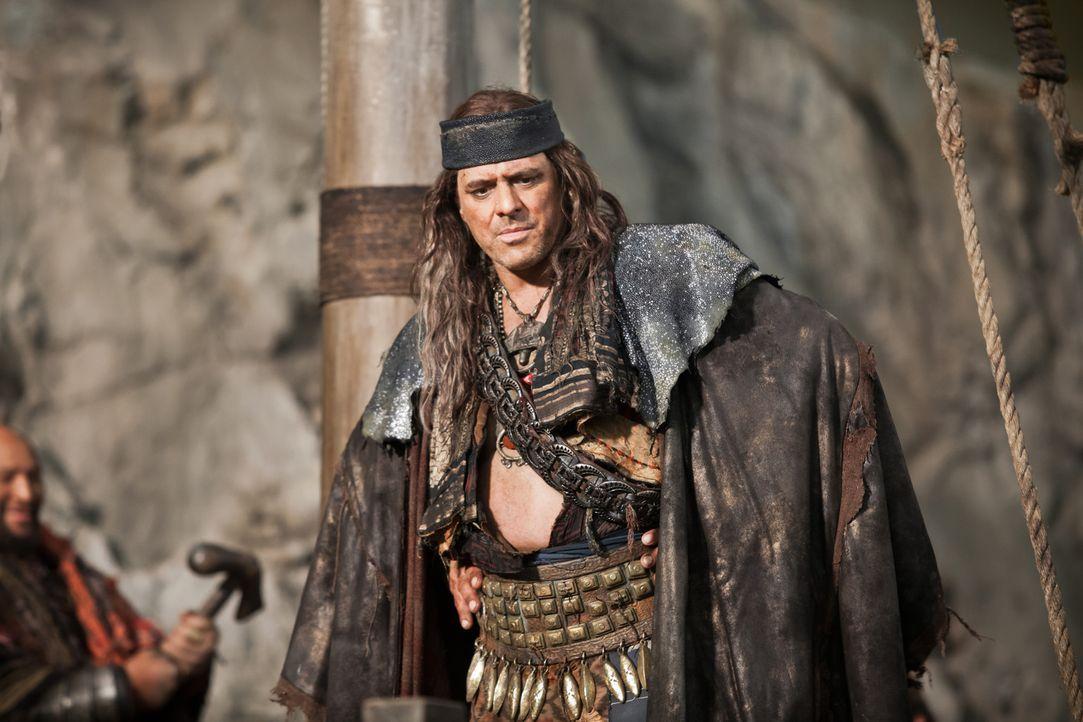 Der Pirat Heracleo (Vince Colosimo) ist immer nur auf seinen Vorteil bedacht. Deshalb lässt er sich von Crassus bestechen. Doch das ist für ihn eher... - Bildquelle: 2012 Starz Entertainment, LLC. All rights reserved.