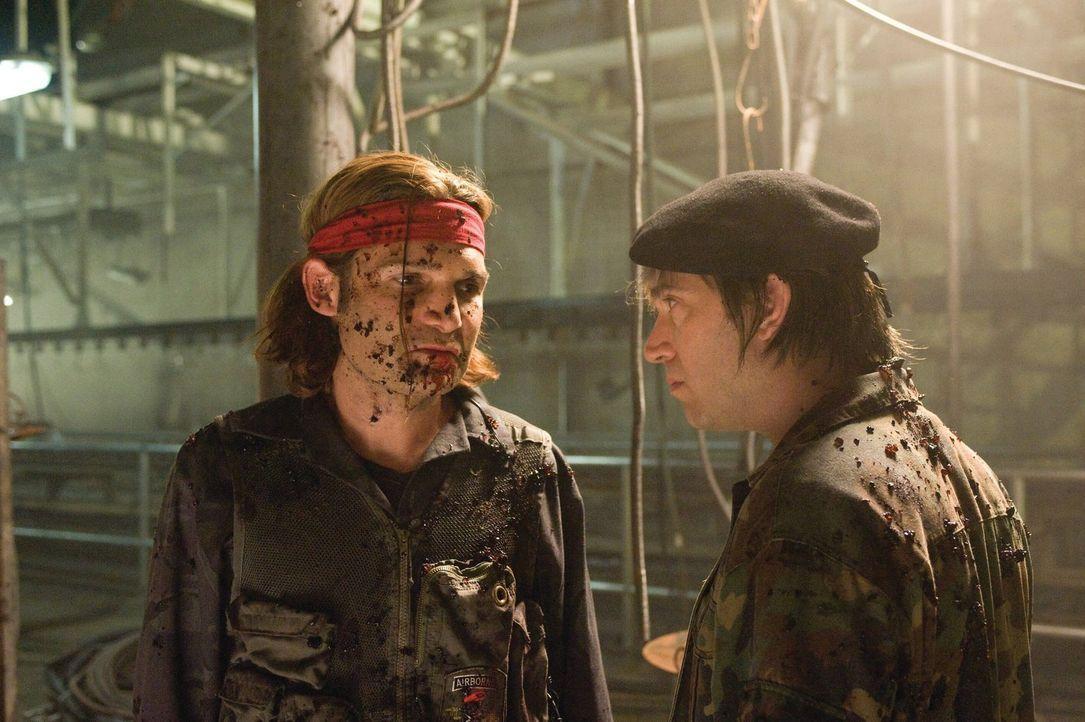 Während die verlorenen Seelen von San Cazador unter dem Blutmond feiern, versucht ein Alpha Vampir, die ahnungslosen Raver in eine Armee Untoter zu... - Bildquelle: 2010 Warner Bros.