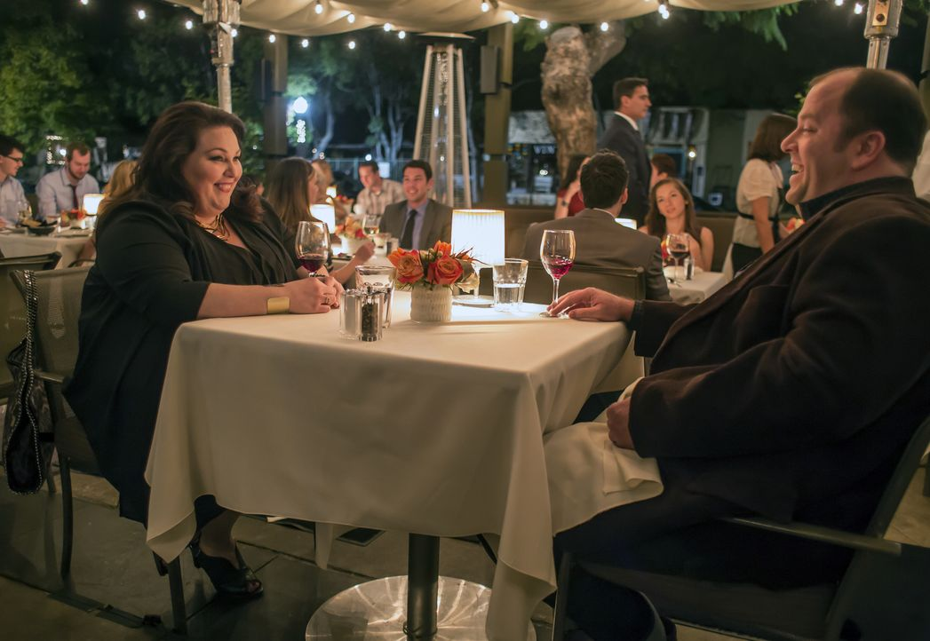 Lernen sich in einer Selbsthilfegruppe Kennen: Kate (Chrissy Metz, l.) und Toby (Chris Sullivan, r.) ... - Bildquelle: Ron Batzdorff 2016-2017 Twentieth Century Fox Film Corporation.  All rights reserved.   2017 NBCUniversal Media, LLC.  All rights reserved.