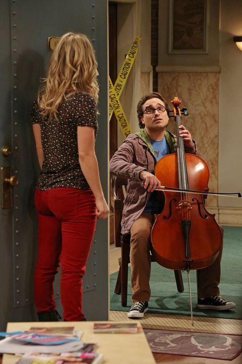 Um sich bei Penny (Kaley Cuoco, l.) zu entschuldigen, hat sich Leonard (Johnny Galecki, r.) etwas ganz Besonderes einfallen lassen. Doch wird sie ih... - Bildquelle: Warner Bros. Television