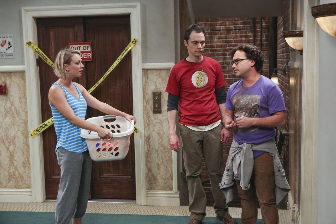 Sowohl Penny (Kaley Cuoco, l.), als auch Leonard (Johnny Galecki, r.) werden auf einen Jungesellinnen-/Jungesellenabend entfürt. Was Sheldon (Jim Pa... - Bildquelle: 2015 Warner Brothers