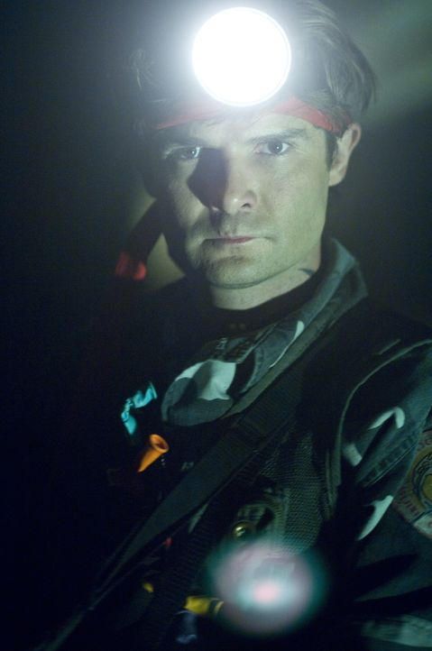 Fledermausjäger Edgar Frog (Corey Feldman) verrät Chris, wie er sein Schwesterchen retten kann ... - Bildquelle: Warner Brothers
