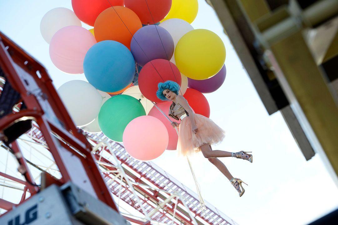 GNTM-Stf09-Epi03-BallonShooting-124-ProSieben-Oliver-S - Bildquelle: ProSieben/Oliver S.