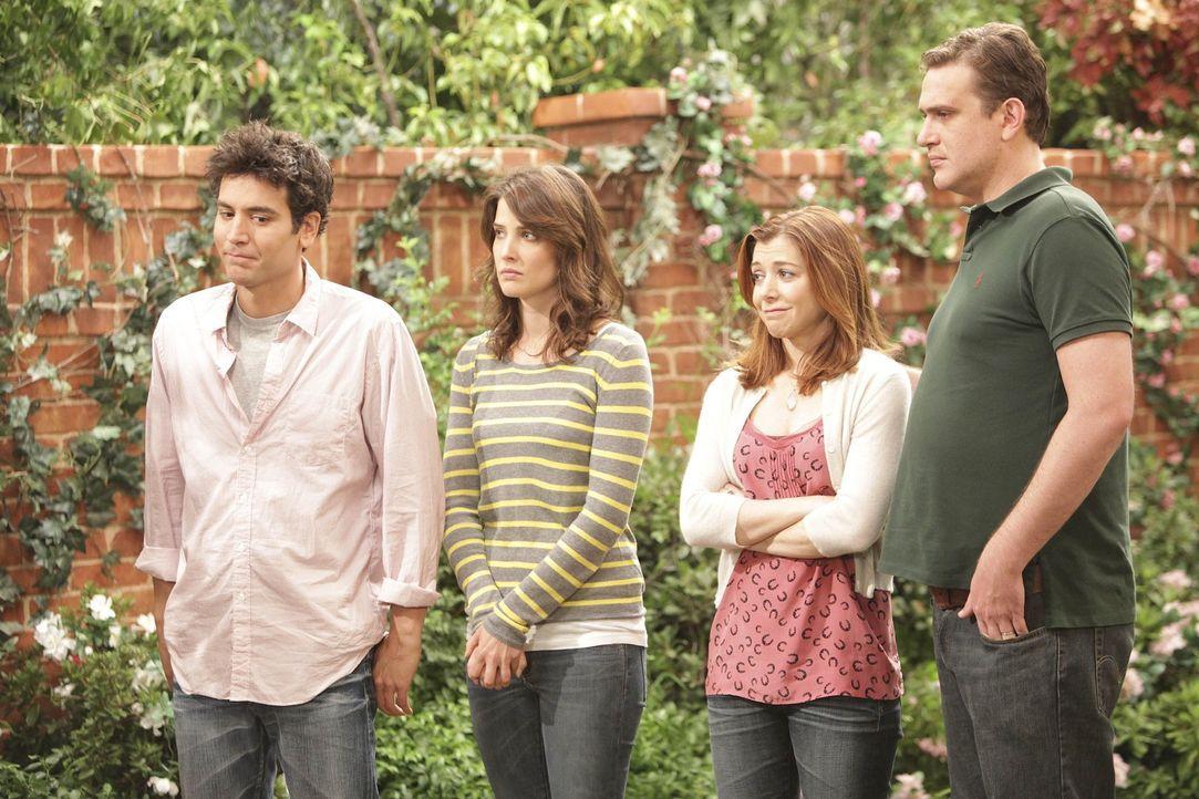 Barneys Mutter möchte aus ihrem Haus ausziehen und er überredet Ted (Josh Radnor, l.), Marshall (Jason Segel, r.), Lily (Alyson Hannigan, 2.v.r.)... - Bildquelle: 20th Century Fox International Television