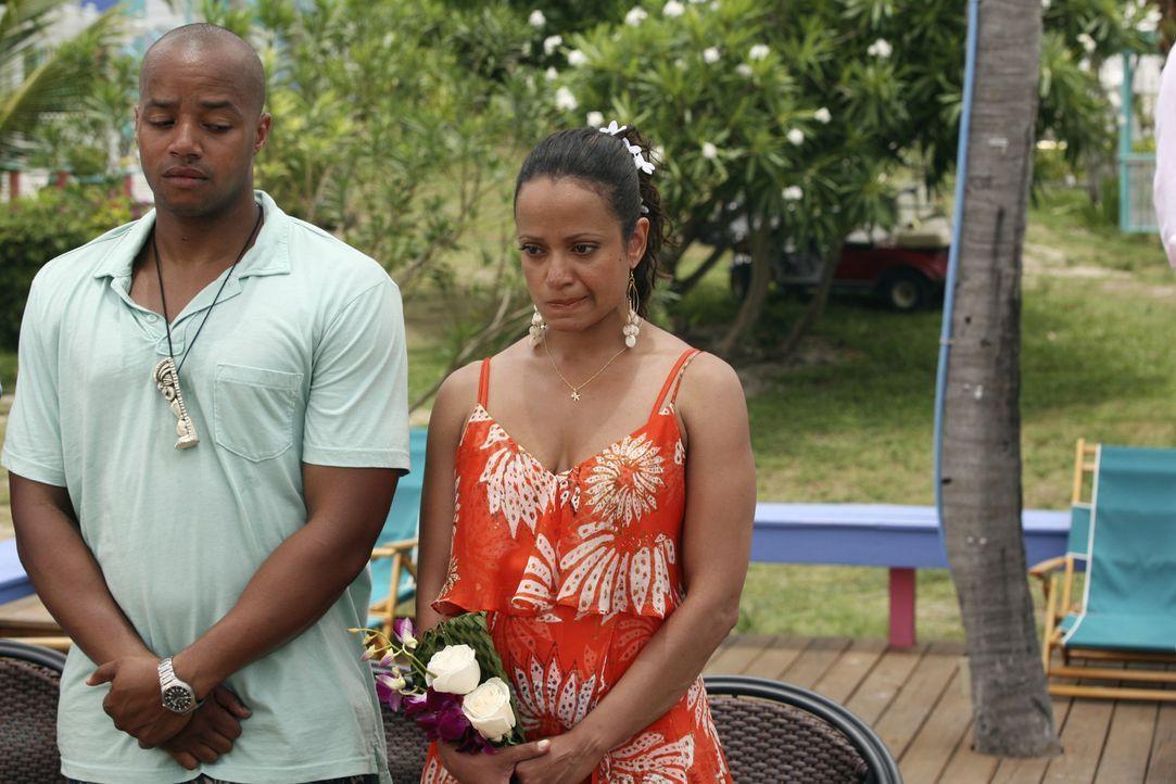 Turk (Donald Faison, l.) wünscht sich, dass Carla (Judy Reyes, r.) die Chance ergreift, den Kurzurlaub ohne Kind zu romantischer Zweisamkeit zu nut... - Bildquelle: Touchstone Television