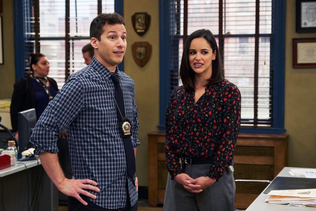 Jake Peralta (Andy Samberg, l.); Amy Santiago (Melissa Fumero, r.) - Bildquelle: John P. Fleenor 2018 UNIVERSAL TELEVISON LLC. All rights reserved. / John P. Fleenor