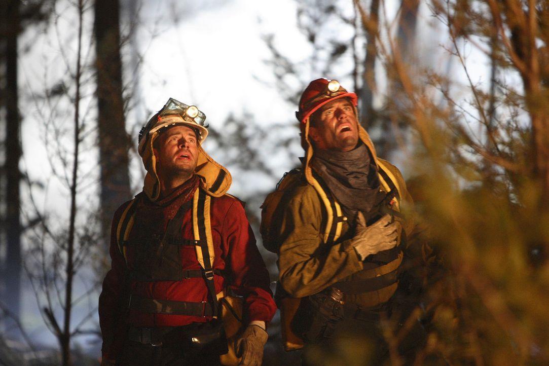 Befürchten Schlimmstes: Dr. Clay Harding (Scott Foley, l.) und Richard Danville (Richard Burgi, r.) ...