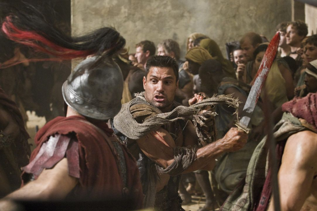 Stürzt sich ins Kampfgetümmel: Crixus ( Manu Bennett) ... - Bildquelle: 2011 Starz Entertainment, LLC. All rights reserved.