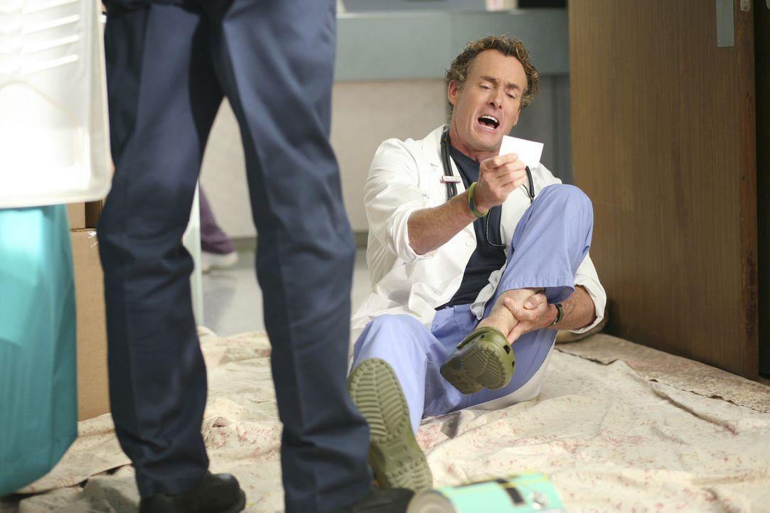 Dr. Cox (John C. McGinley) löst im Stil von Dr. House mehrere medizinische und allgemeine Rätsel ... - Bildquelle: Touchstone Television