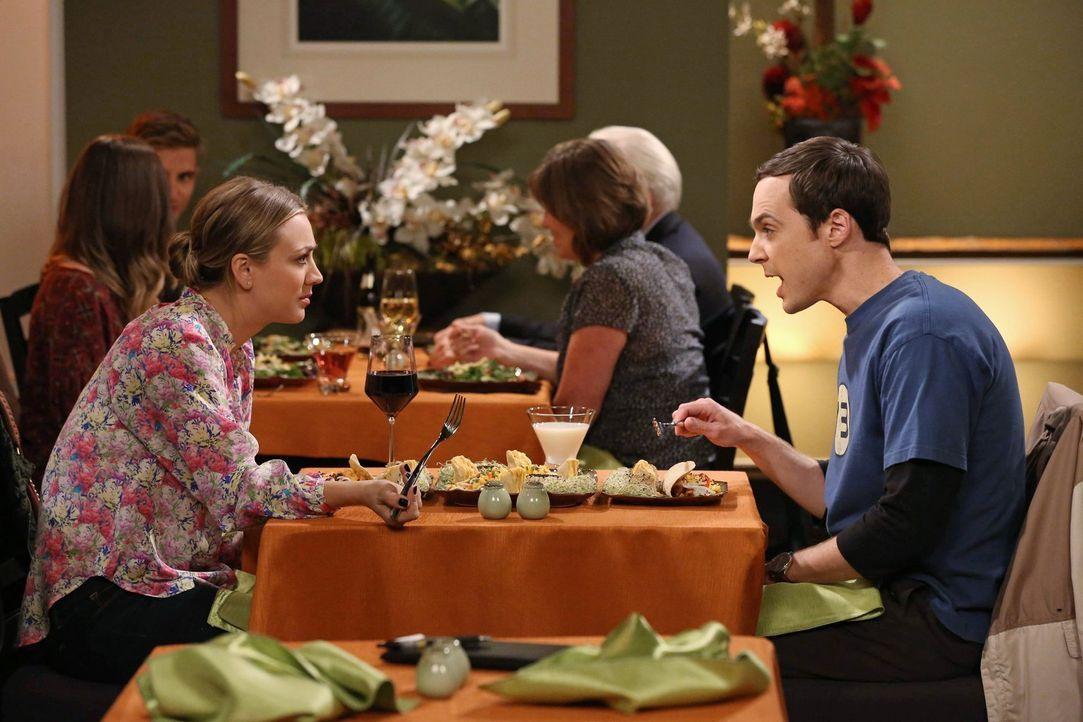 Sheldon (Jim Parsons, r.) versucht, spontan zu sein, was dazu führt, dass er mit Penny (Kaley Cuoco, l.), Amy und Bernadette aneinandergerät ... - Bildquelle: Warner Brothers