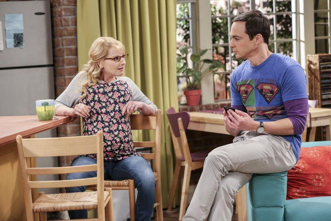 Intime Gespräche: Sheldon (Jim Parsons, r.) berichtet der hochschwangeren Bernadette (Melissa Rauch, l.) von seinen Fortpflanzungsplänen ... - Bildquelle: 2016 Warner Brothers
