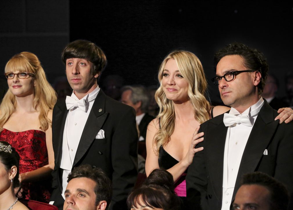 (v.l.n.r.) Bernadette (Melissa Rauch); Howard Wolowitz (Simon Helberg); Penny (Kaley Cuoco); Leonard Hofstadter (Johnny Galecki) - Bildquelle: Michael Yarish 2019 CBS Broadcasting, Inc. All Rights Reserved / Michael Yarish