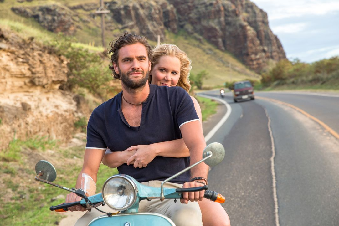 James (Tom Bateman, l.); Emily Middleton (Amy Schumer, r.) - Bildquelle: Justina Mintz 2017 Twentieth Century Fox Film Corporation.  All rights reserved.