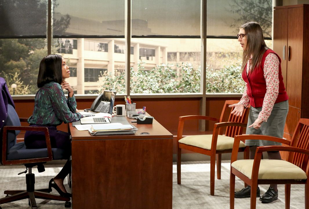 Janine Davis (Regina King, l.); Amy Farrah Fowler (Mayim Bialik, r.) - Bildquelle: Michael Yarish 2019 WBEI. All rights reserved. / Michael Yarish