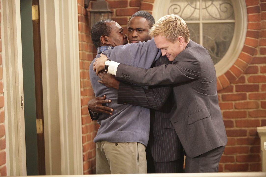 Während sich Barney (Neil Patrick Harris, r.) und James (Wayne Brady, M.) auf die Suche nach ihrem vermeintlichen Vater (Ben Vereen, l.) machen, ve... - Bildquelle: 20th Century Fox International Television