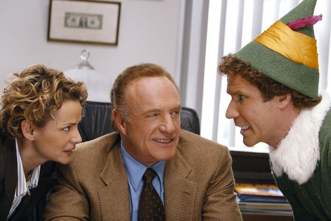 In New York versucht Buddy (Will Ferrell, r.) der Welt und vor allem seinem Vater Walter (James Caan, M.) und Deb (Amy Sedaris, l.) beizubringen, wa... - Bildquelle: Warner Bros. Television