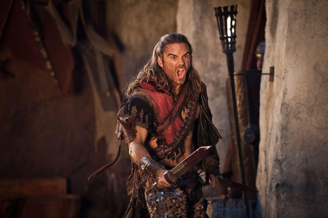 Spartacus ist gezwungen, mit seiner Gefolgschaft in die Berge zu ziehen, während Gannicus (Dustin Clare) zurückbleibt, um ihnen Zeit zu verschaffen... - Bildquelle: 2012 Starz Entertainment, LLC. All rights reserved.
