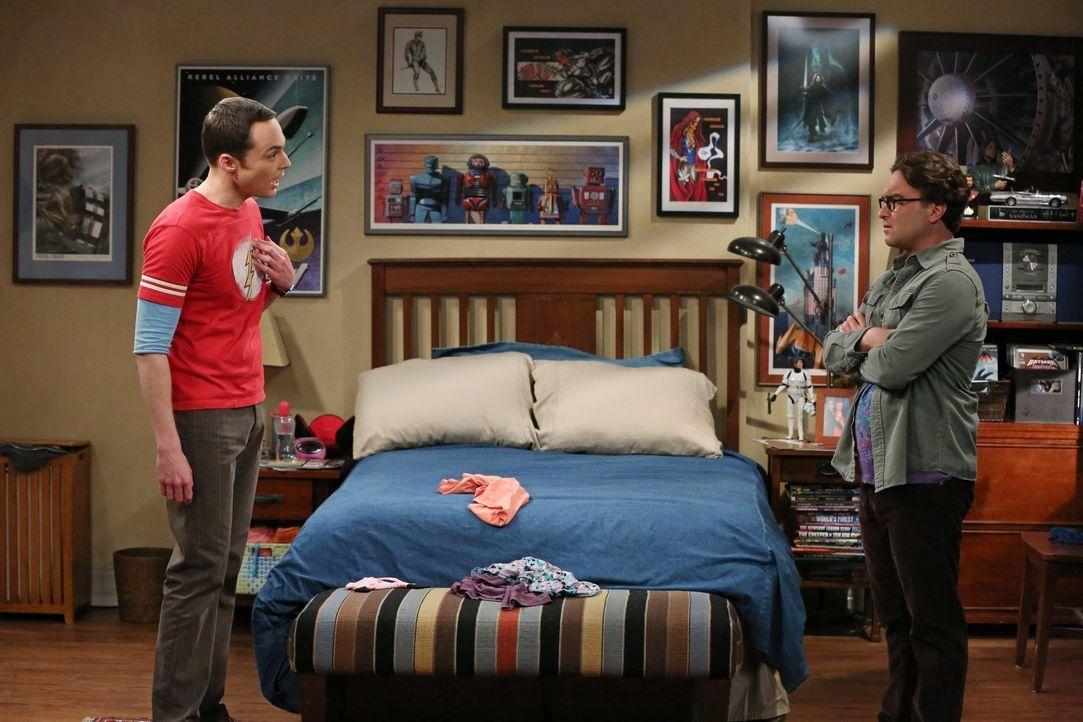 Eigentlich sollten sowohl Sheldon (Jim Parsons, l.) als auch Leonard (Johnny Galecki, r.) eine Ehrung erhalten, doch einer von beiden erhält sämtlic... - Bildquelle: Warner Bros. Television