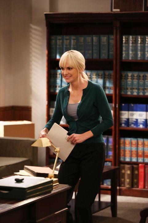 Christy (Anna Faris) legt sich als Mutter besonders in Zeug, als sie sieht, wie gut sich ihr Sohn mit Baxters Freundin Candace versteht ... - Bildquelle: 2015 Warner Bros. Entertainment, Inc.