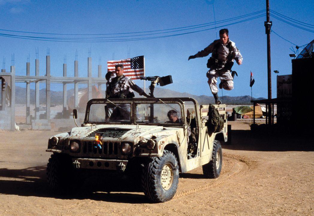 1999, im Irak endet der Golfkrieg. Drei US-Soldaten (v.l.n.r.: George Clooney, Ice Cube und Mark Wahlberg) denken nicht daran heimzufahren, ehe sie... - Bildquelle: Warner Bros. Pictures