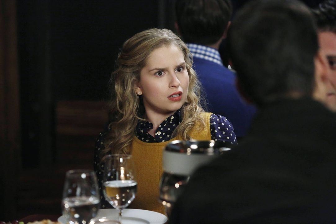Lisa (Allie Grant) sucht verzweifelt einen Freund. Tessa, ihre Freundin, versucht ihr unter allen Umständen zu helfen. Sie macht sich im Internet au... - Bildquelle: Warner Brothers
