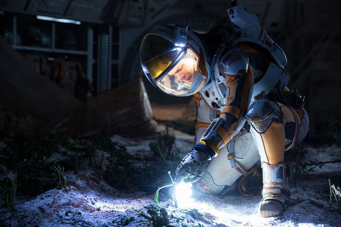 Zurückgelassen auf dem Mars entwickelt Botaniker Mark Watney (Matt Damon) schnell einen Plan, wie er seine Vorräte vergrößern und so lange überleben... - Bildquelle: 2015 Twentieth Century Fox Film Corporation.  All rights reserved.