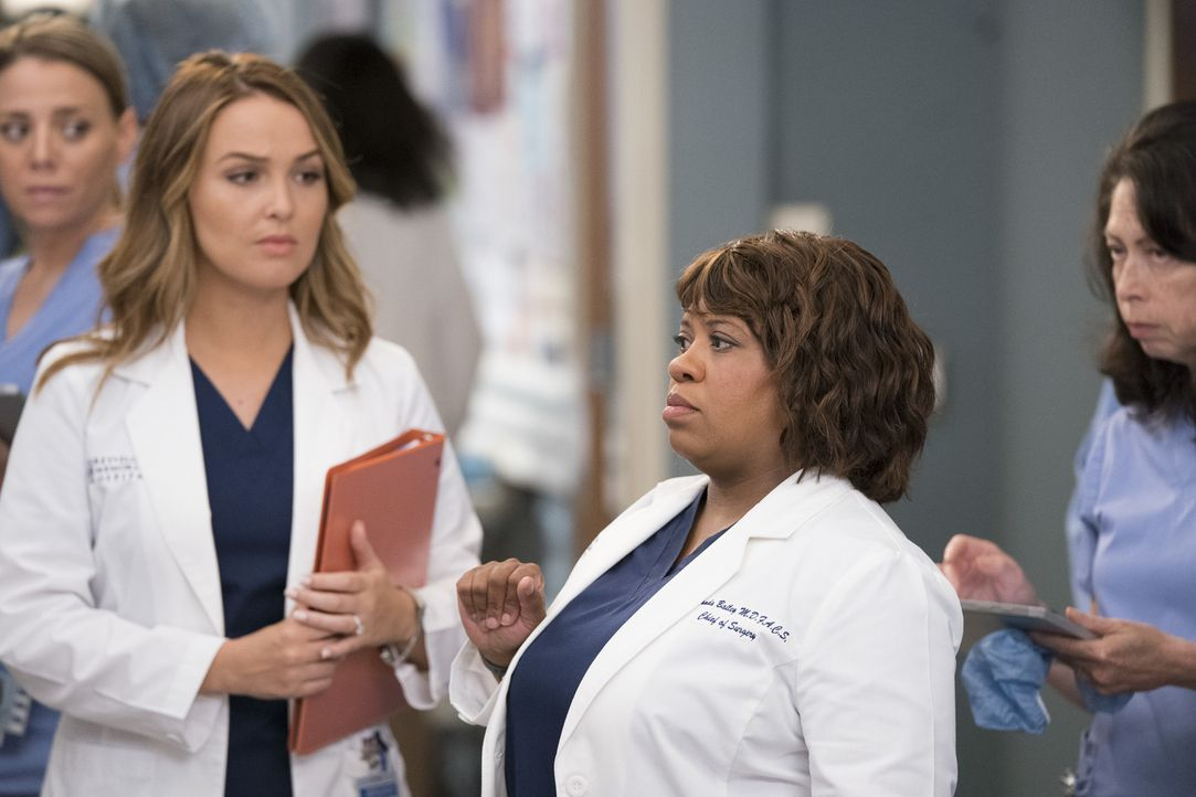 Dr. Jo Karev (Camilla Luddington, l.); Dr. Miranda Bailey (Chandra Wilson, r.) - Bildquelle: Mitch Haaseth ABC Studios/Mitch Haaseth