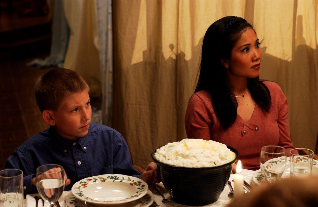 Dewey (Erik Per Sullivan, l.) und Piama (Emy Coligado, r.) können nicht fassen, was sie mit ansehen müssen ... - Bildquelle: TM +   2000 Twentieth Century Fox Film Corporation. All Rights Reserved.