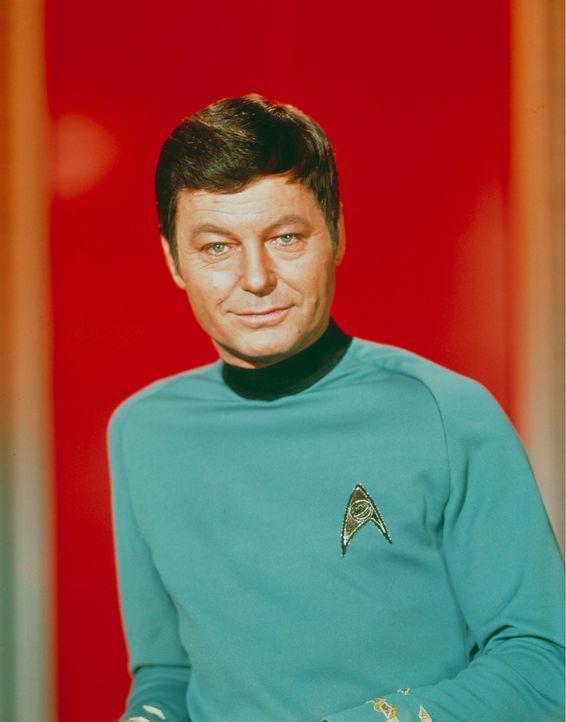Nicht immer kann Dr. McCoy (DeForest Kelley) Captain Kirks Entscheidungen verstehen ? - Bildquelle: Paramount Pictures