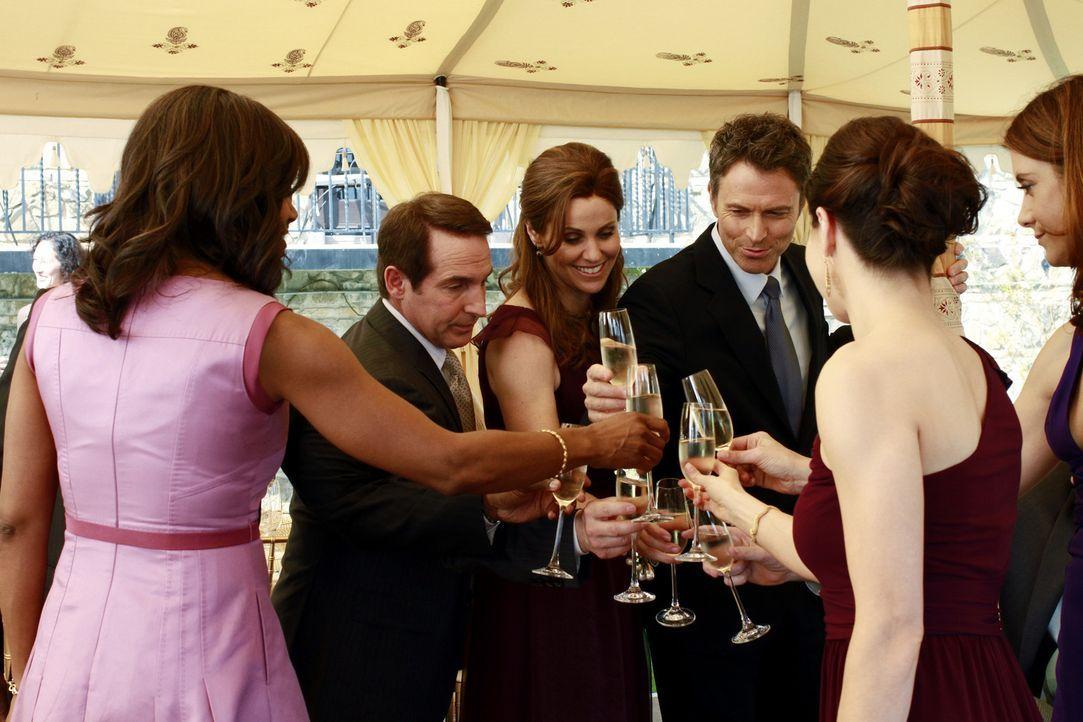 Die Hochzeit von Cooper und Charlotte verläuft völlig anders als geplant. Naomi (Audra McDonald, l.), Sheldon (Brian Benben, 2.v.l.), Violet (Amy... - Bildquelle: ABC Studios