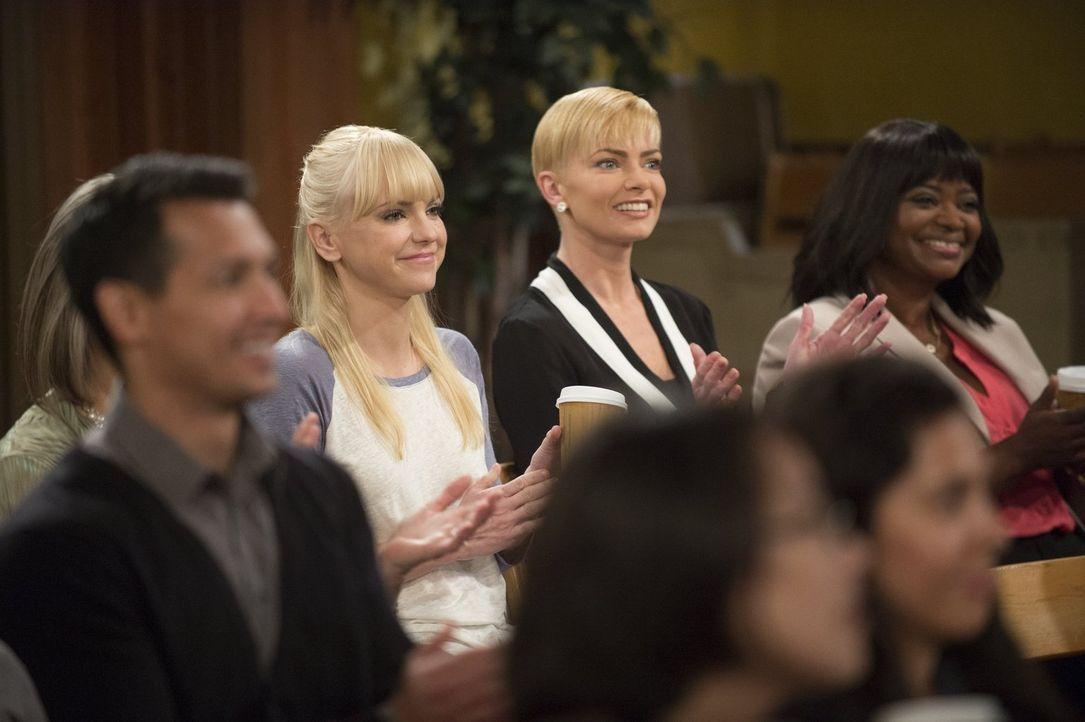 Noch ahnen Christy (Anna Farris, l.), Jill (Jamie Pressly, M.) und Regina (Octavia Spencer, r.) nicht, in welchen Schwierigkeiten Bonnie steckt ... - Bildquelle: Warner Bros. Television