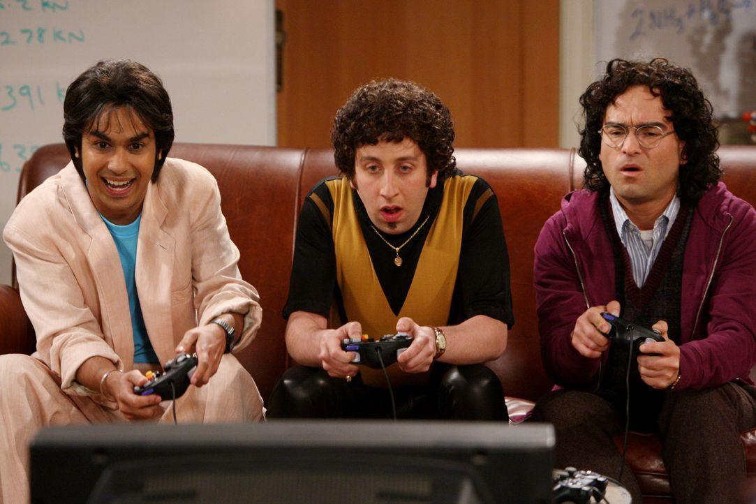 Rückblende: Leonard (Johnny Galecki, r.), Rajesh (Kunal Nayyar, l.) und Howard (Simon Helberg, M.) ... - Bildquelle: Warner Bros. Television