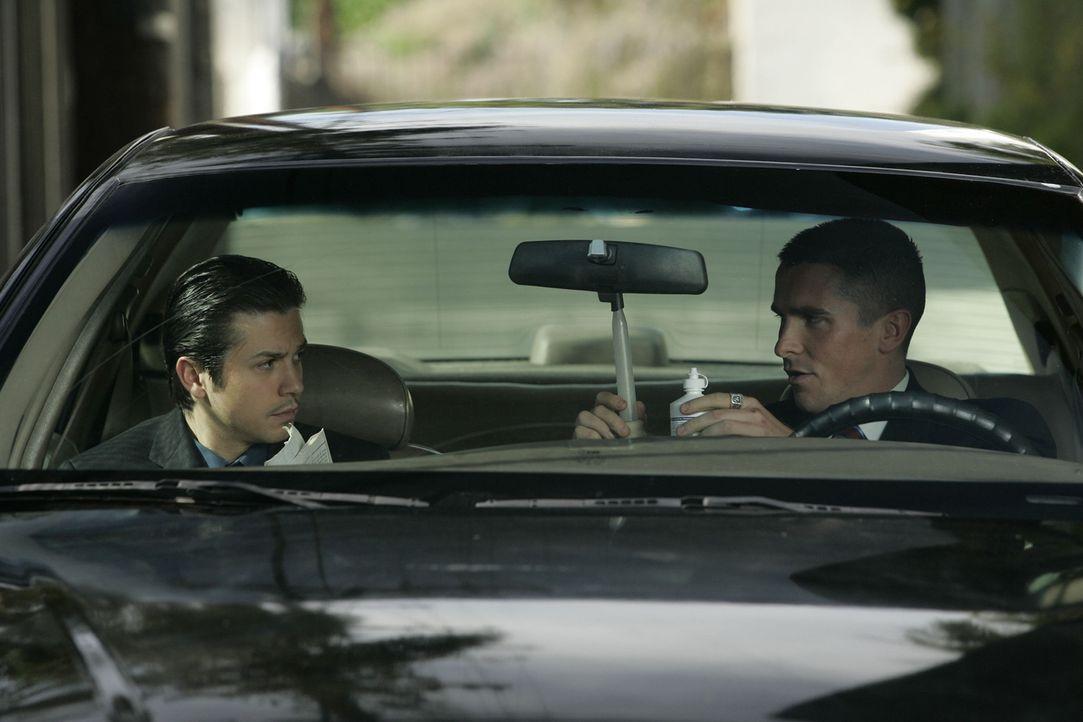 Jim Davis (Christian Bale, r.) versucht nach sechs Jahren Kriegseinsatz bei der Army, im Polizeidienst Fuß zu fassen. Doch sein impulsiver Charakter... - Bildquelle: 2007 Splendid Medien AG