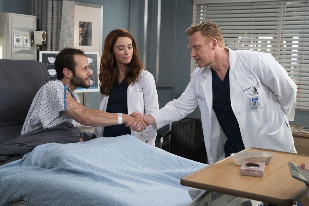 (v.l.n.r.) Caleb Hicks (Sommer Carbuccia); Dr. Megan Hunt (Abigail Spencer); Dr. Owen Hunt (Kevin McKidd) - Bildquelle: Mitch Haaseth ABC Studios