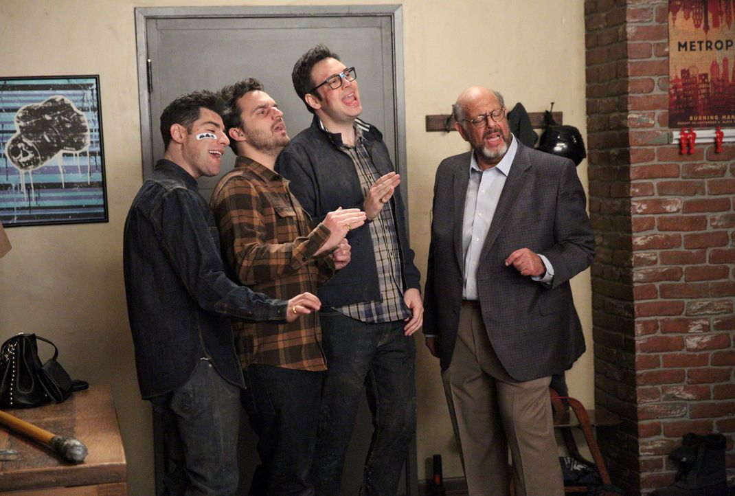 Geben ihr Bestes, um Winston bei seiner Gefühlsoffenbarung zu unterstützen: Schmidt (Max Greenfield, l.), Nick (Jake Johnson, r.), Robby (Nelson Fra... - Bildquelle: Adam Taylor 2016 Fox and its related entities.  All rights reserved. / Adam Taylor