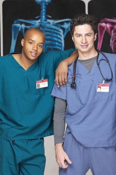 (2. Staffel) - Ihre Freundschaft wird immer wieder auf die Probe gestellt: J.D. (Zach Braff, r.) und Turk (Donald Faison, l.) ... - Bildquelle: Touchstone Television