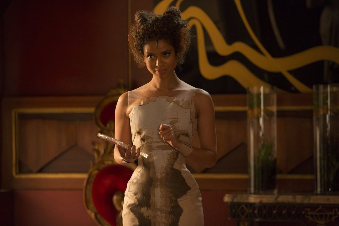 "Ist die rechte Hand des bitterbösen Lord Balem, der schon morgen die Erde ""ernten"" will: Famulus (Gugu Mbatha-Rwa) ... - Bildquelle: 2014 Warner Bros. Entertainment Inc., WV Films IV LLC, and Ratpac-Dune Entertainment LLC. All rights reserved."
