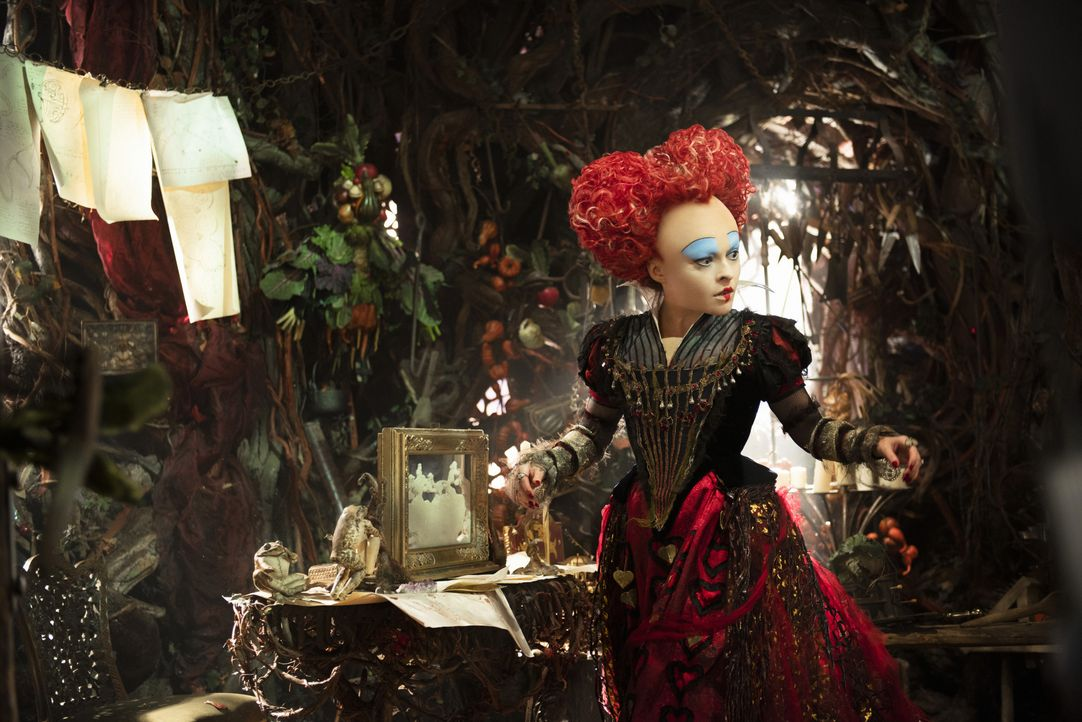 Die Rote Königin Iracebeth (Helena Bonham Carter) - Bildquelle: Peter Mountain Disney Enterprises, Inc. All Rights Reserved. / Peter Mountain