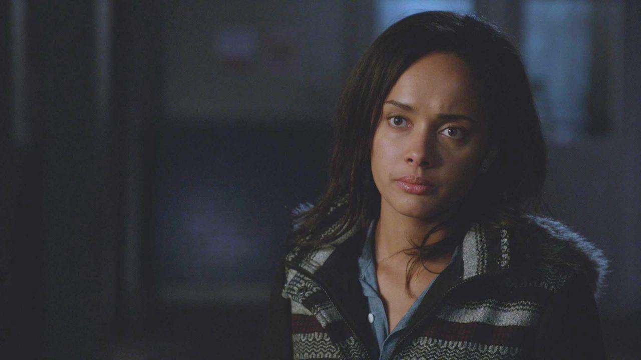 Kann Rebecca (Karla Crome) dieses neue Phänomen bekämpfen? - Bildquelle: 2014 CBS Broadcasting Inc. All Rights Reserved.