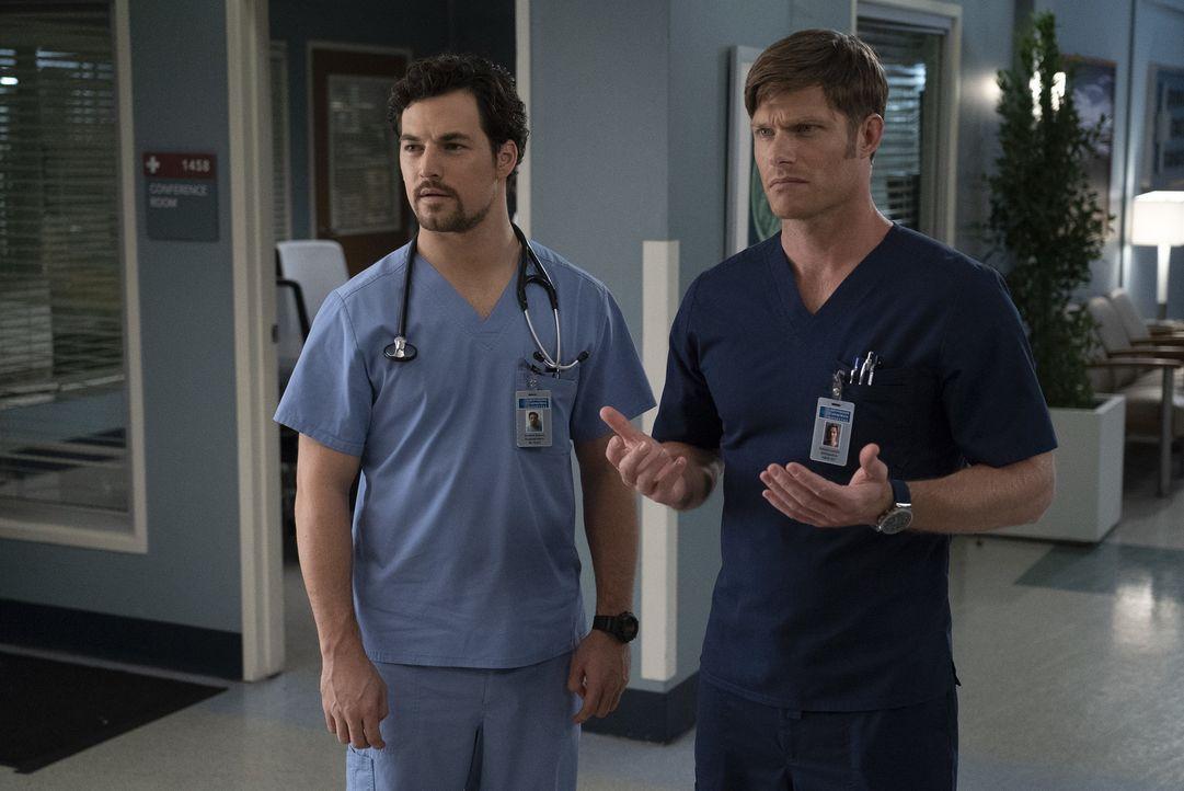 Dr. Andrew DeLuca (Giacomo Gianniotti, l.); Dr. Atticus Lincoln (Chris Carmack, r.) - Bildquelle: Eric McCandless ABC Studios