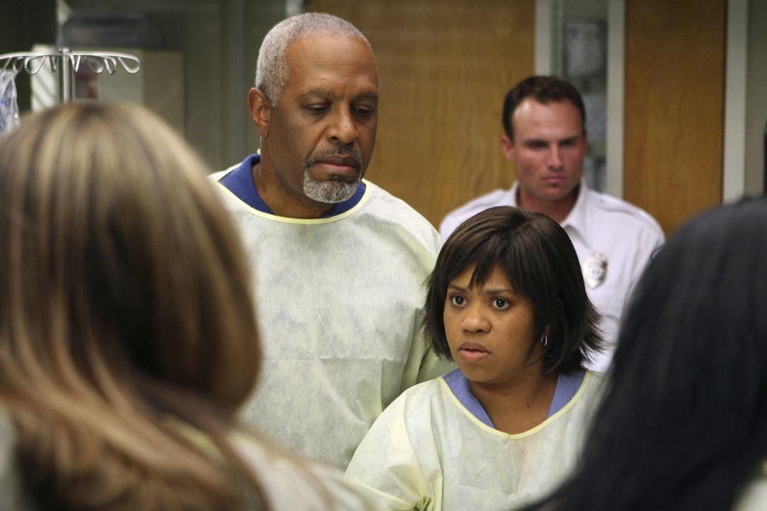 Versuchen das Leben eins Patienten zu retten: Erica (Brooke Smith, l.), Webber (James Pickens Jr.,  M.) und Bailey (Chandra Wilson, r.) ... - Bildquelle: Michael Desmond Touchstone Television