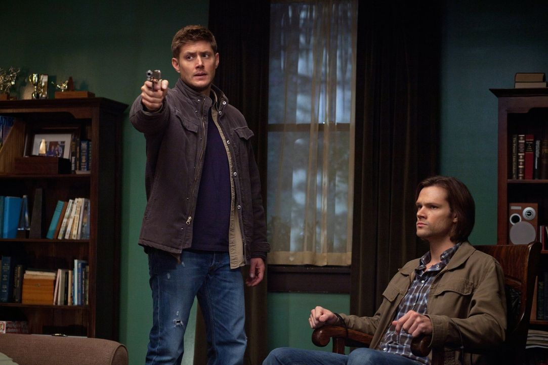 Können Sam (Jared Padalecki, r.) und Dean (Jensen Ackles, l.) Krissy davon abhalten, einen großen Fehler zu begehen? - Bildquelle: Warner Bros. Television