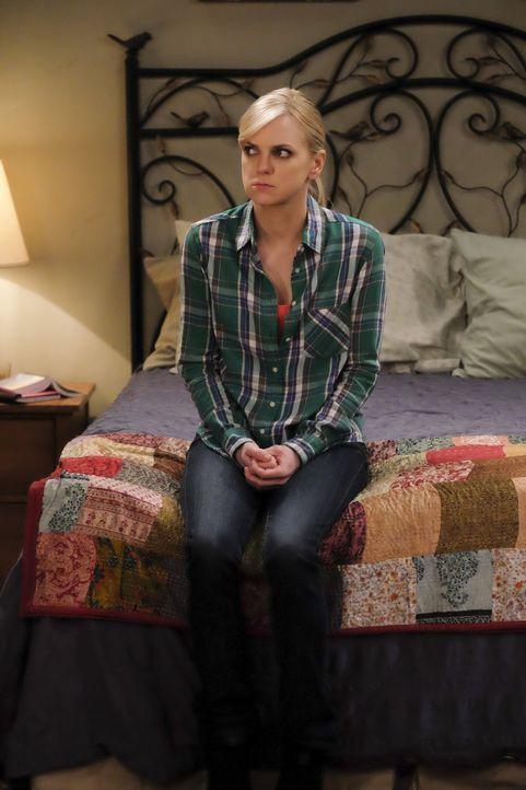 Nachdem Christy (Anna Faris) erfahren hat, dass sie sich das Jurastudium möglicherweise nicht leisten kann, ist sie am Boden zerstört. Doch Marjorie... - Bildquelle: 2015 Warner Bros. Entertainment, Inc.